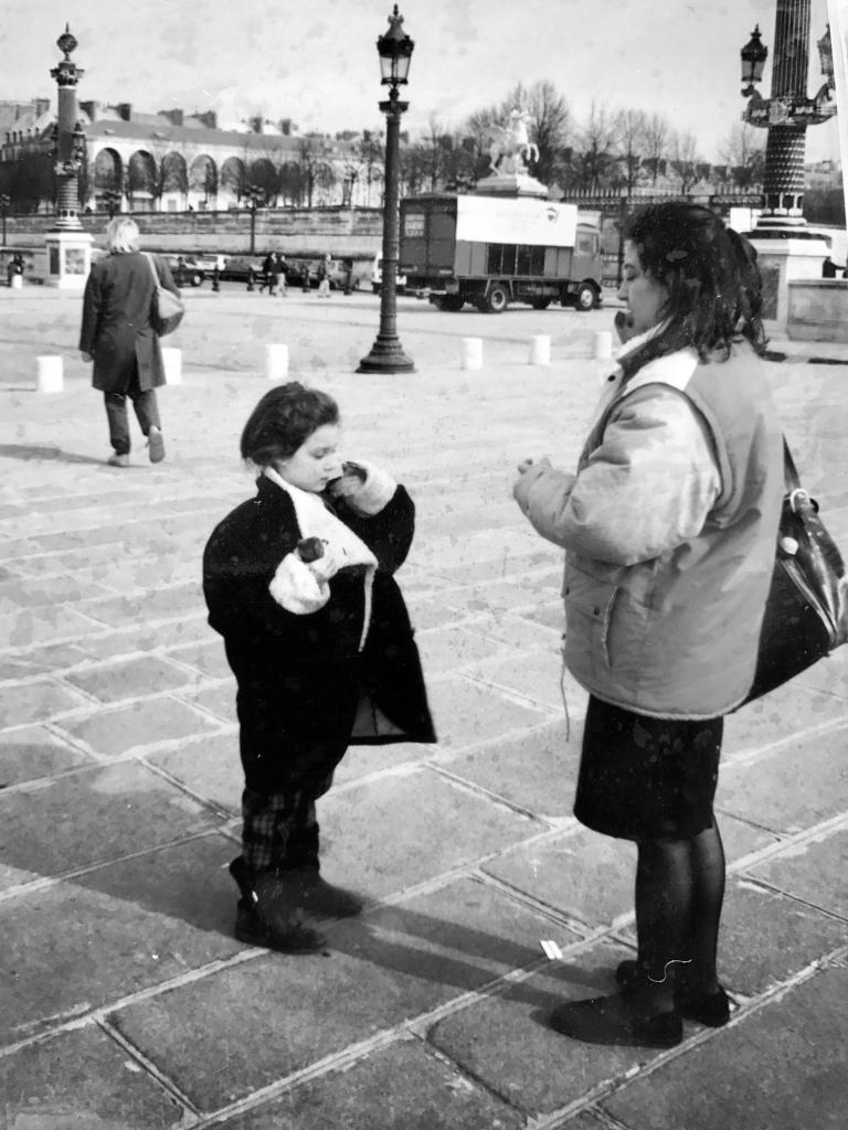 Io e mia madre in Place de la Concorde, febbraio 1992